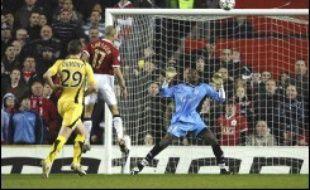 Manchester United a dû patienter un long moment face à une bonne équipe de Lille avant d'assurer sa qualification en quarts de finale de la Ligue des champions de football grâce à un but de Larsson (72), mercredi à Old Trafford (1-0).