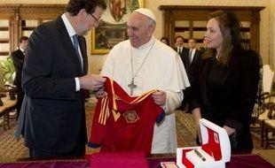 Le Premier ministre espagnol Mariano Rajoy a été lundi le premier chef de gouvernement européen à être reçu par le pape François, un entretien largement consacré à la crise de l'emploi et à la politique en Espagne en matière de mariage et de famille.