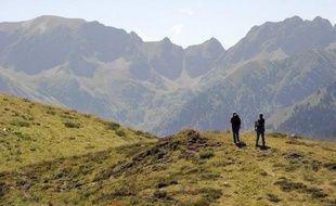 Une jeune fille de 13 ans, qui s'était perdue mercredi en montagne lors d'une randonnée avec ses parents, a été retrouvée saine et sauve par les secours jeudi vers 13 heures, a-t-on appris auprès des gendarmes de l'Ariège.