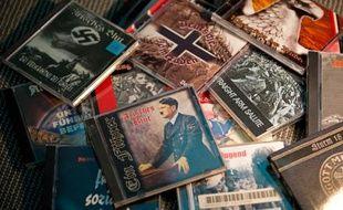 Des CD de musique néonazie, interdite en Allemagne, saisis par les autorités, à Dresde le 11 décembre 2013