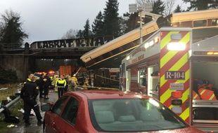 Le déraillement d'un train dans l'Etat de Washington sur un pont au-dessus de l'autoroute a fait au moins trois morts, le 18 décembre 2017.