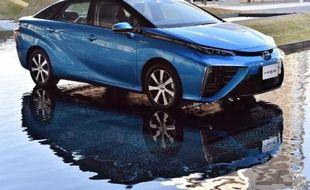 """La voiture à pile à combustible """"Mirai"""" du japonais Toyota"""
