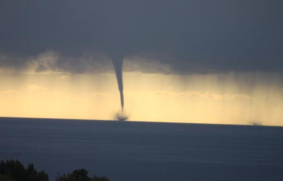 Photo d'une tornade au large de Menton, sur la Côte d'Azur, envoyée par une lectrice de 20minutes.fr – Sindy Busserolles