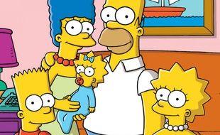 Les Simpson au complet : Bart, Marge, Maggie, Homer et Lisa.