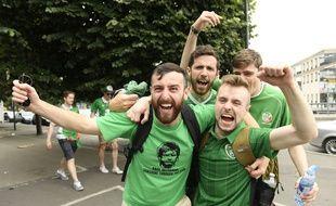 Des supporters irlandais avant le match de leur équipe contre la Suède, le 13 juin 2016 au Stade de France lors de l'Euro.
