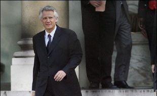 """Pendant tout le week-end, M. de Villepin devait avoir """"des consultations avec les ministres du pôle social et les présidents des groupes UMP"""", a-t-on indiqué dans l'entourage du Premier ministre."""