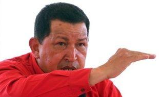 Le président vénézuélien Hugo Chavez a affirmé dimanche en réaction à des déclarations du ministre colombien de la Défense qu'il répondrait par les armes à une éventuelle incursion militaire de son voisin sur son territoire contre des camps de guérilleros.