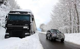 Par mesure de précaution, la circulation des poids lourds a été interdite à partir de mercredi soir 22H00 sur les autoroutes A7 (Lyon-Marseille), A8 (Marseille-Nice), A50 (Marseille-Toulon) et A54 (Marseille-Nîmes), en raison des risques de neige et de verglas.