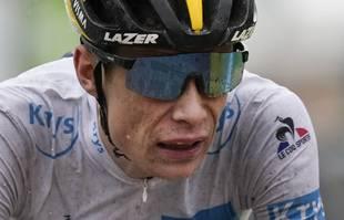 Le Danois Jonas Vingegaard franchit la ligne d'arrivée de la 9e étape du Tour de France à Tignes, le dimanche 4juillet 2021.