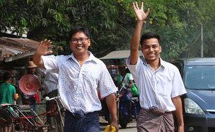 Les deux journalistes de Reuters Wa Lone et Kyaw Soe Oo sortent de prison, à Rangoun le 7 mai 2019.