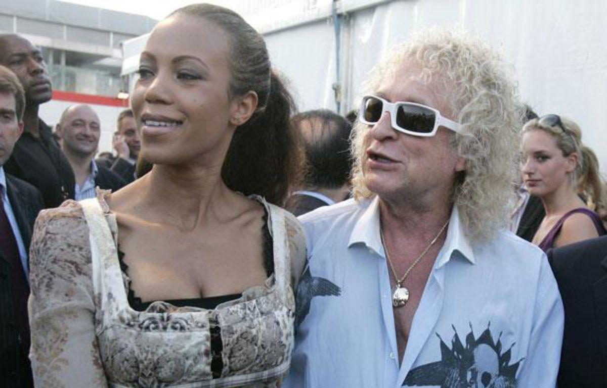 Le chanteur Michel Polnareff et sa compagne Danyellah, à Paris, le 14 juillet 2007. – REUTERS/Michel Euler/Pool