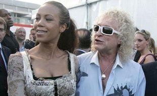 Le chanteur Michel Polnareff et sa compagne Danyellah, à Paris, le 14 juillet 2007.