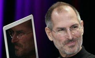 Le groupe américain Apple a réalisé des bénéfices et des ventes record pour le trimestre clos fin décembre, le premier de son exercice 2007-2008, mais ses prévisions prudentes ont déçu les marchés, faisant plonger l'action dans les échanges électroniques d'après-clôture.