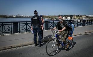 Des contrôles de police sur les quais de Bordeaux, le  mars .