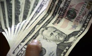 Une liasse de dollars le 16 juillet 2013 à Caracas