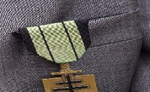 La médaille d'un vétéran des «Compagnons de la Libération» lors d'une cérémonie à Suresnes en 2009.