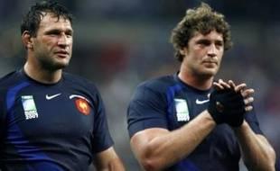 """L'encadrement a opté pour une deuxième ligne expérimentée et constituée de deux gros """"pousseurs"""", le Biarrot Jérôme Thion et le capitaine Lionel Nallet."""