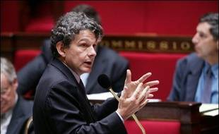 La semaine politique débutera lundi avec l'examen à l'Assemblée de l'article 10 du projet de loi privatisant GDF, coeur du texte, et s'achèvera par l'ouverture des candidatures à l'investiture socialiste pour l'élection présidentielle de 2007.