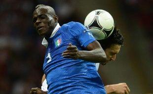 L'avant-centre Mario Balotelli, qui a inscrit deux buts rageurs, a propulsé l'Italie en finale de l'Euro-2012 face à une Allemagne des mauvais jours (2-1).
