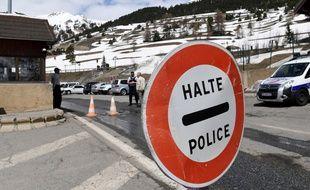 Illustration de la frontière entre la France et l'Italie dans les Hautes-Alpes