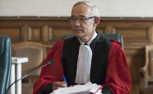 Etienne Fradin, le président de la cour d'assises de la Haute-Loire, est accusé de partialité dans l'affaire Fiona pour avoir bu un verre avec des avocats.