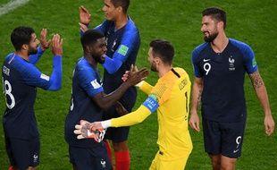 La joie des Français après avoir battu le Pérou et s'être qualifiés pour les 8e de finale de la Coupe du monde, le 21 juin 2018.