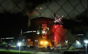 Des militants de Greenpeace ont tiré un feu d'artifice depuis le site de la centrale de Cattenom