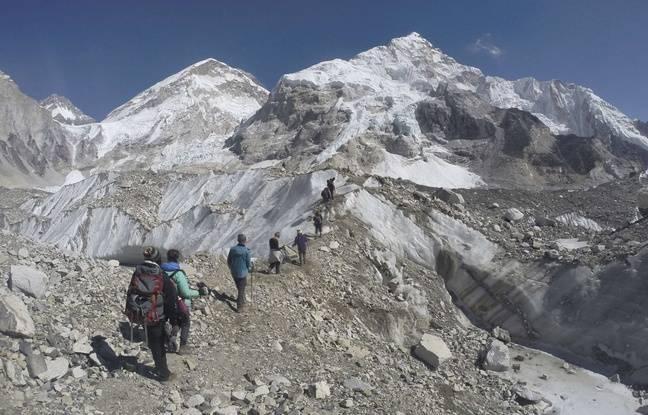Des marcheurs sur l'Everest