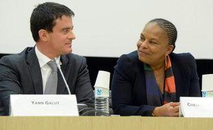 """Le PS organise mercredi soir un meeting à la Mutualité, à Paris, en présence de trois ministres, dont Christiane Taubira et Manuel Valls, pour appeler au """"sursaut républicain"""" face aux """"extrémismes"""", après les dérapages à caractère raciste ayant visé la garde des Sceaux."""