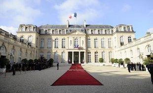 """Le chef de l'Etat, inattaquable en justice du fait de son immunité, peut, en revanche, attaquer """"pendant la durée de son mandat"""" s'il est victime d'une infraction, a conclu vendredi la Cour de cassation, donnant raison à Nicolas Sarkozy qui l'avait fait en 2008."""