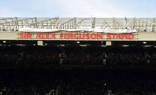 Le nom d'Alex Ferguson a été donné samedi à la tribune nord du stade d'Old Trafford à la veille du 25e anniversaire de l'arrivée de l'Ecossais aux commandes de Manchester United.