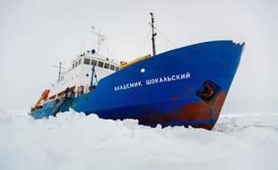 Le navire russe  l'Akademik Shokalskiy est bloqué en Antarctique depuis le mardi 24 décembre 2013.