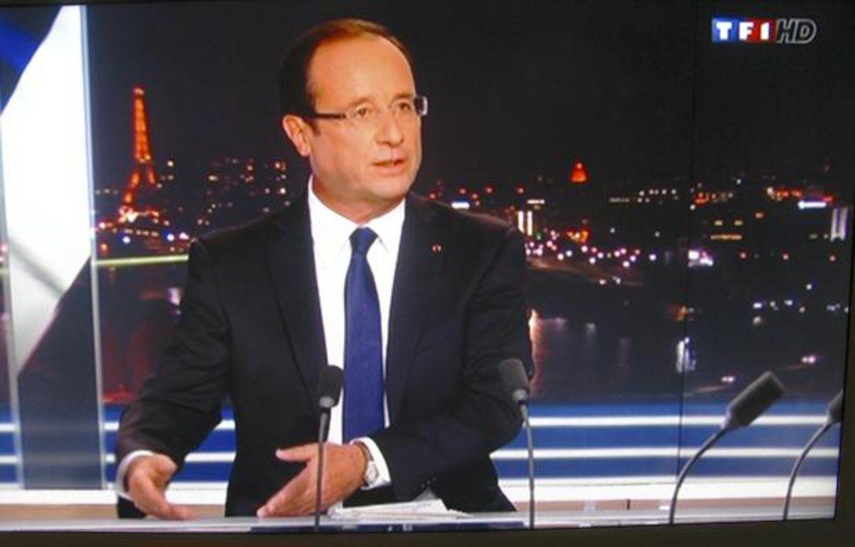 Francois Hollande au journal télévisé de 20 heures de TF1 le 9 septembre 2012, interrogé par Claire Chazal. – CAPTURE ECRAN TF1