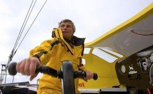 Le Suisse Bernard Stamm est devenu mercredi le 8e skipper du Vendée Globe à abandonner après avoir été ravitaillé en carburant peu après son passage du cap Horn, le Français François Gabart continuant de mener la course dans l'Atlantique sud.
