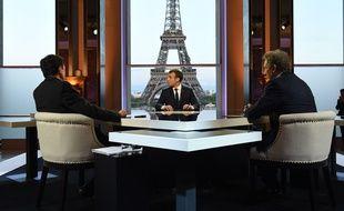Emmanuel Macron devant Plenel et Bourdin le 15 avril 2018.