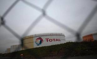 """La ministre française du Commerce extérieur, Nicole Bricq, a qualifié lundi de """"bonnes"""" les chances du groupe pétrolier français Total de garder sa part de 9,5% dans la concession pétrolière que l'émirat d'Abou Dhabi s'apprête à renouveler."""
