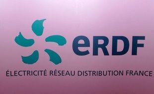 Un technicien d'ErDF/GDF est menacé de licenciement pour avoir refusé de limiter la consommation d'énergie chez une dizaine d'usagers en situation d'impayés à Arcueil (Val-de-Marne), selon la CGT.