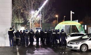 Des affrontements entre ultras stéphanois et forces de l'ordre ont eu lieu autour du stade Geoffroy-Guichard vendredi soir après ASSE-Monaco (0-4).