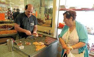 Abdelaziz, le patron des Délices du Languedoc, rue du Faubourg du Courreau, tient l'une des pâtisseries orientales les plus réputées de Montpellier. Hier, pour la fin du Ramadan, il a préparé avec un collègue 260 kg de gâteaux.