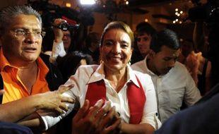 La candidate de gauche à la présidence du Honduras, Xiomara Castro, a annoncé mardi qu'elle se prononcerait vendredi sur le résultat définitif des élections, remportées selon des résultats non définitifs par son rival de droite, Juan Orlando Hernandez, mais qu'elle ne reconnait pas, dénonçant des fraudes.