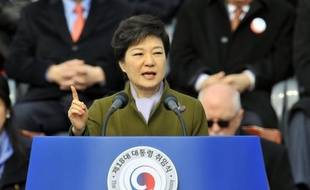La nouvelle présidente de la Corée du Sud, Park Geun-Hye, première femme à ce poste, a averti lundi qu'elle ne tolèrerait pas la moindre provocation du Nord, tout en promettant de conduire avec son voisin et frère ennemi la politique des petits pas, comme annoncé pendant la campagne.
