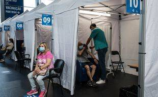 (Illustration) Les citoyens de la région de Portimao se font vacciner dans l'un des centres autorisés à cet effet.