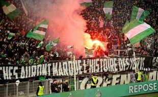 Des fumigènes lors de la rencontre entre l'AS Saint-Etienne et le Paris Saint-Germain, le 15 décembre 2019.