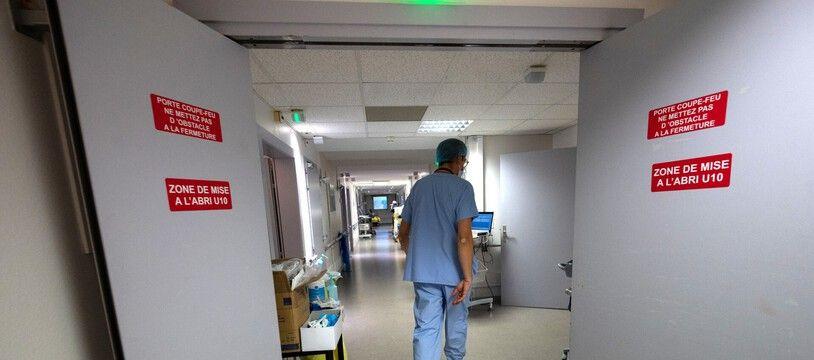 Dans les couloirs de l'hôpital Emile-Muller à Mulhouse.