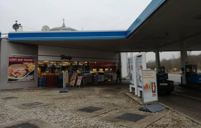 Sur l'aire d'autoroute de Bremgarten, toute proche de la centrale de Fessenheim, les habitants et travailleurs ont pris l'habitude de vivre avec.