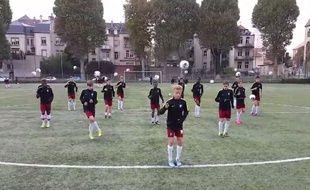 Les jeunes du FC Metz et leur chorégraphie hallucinante.