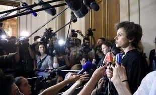 Madeleine Munier Apaire (D), avocate du neveu de Vincent Lambert, s'exprime devant la presse après la décision du Conseil d'Etat le 24 juin 2014
