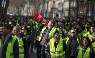 """Lors de la manifestation des """"Gilets jaunes"""", à Toulouse, le 24 novembre 2018."""