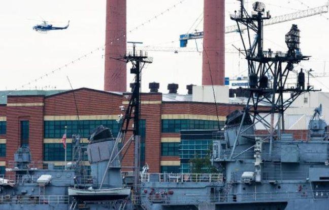 """Un homme soupçonné d'avoir tué lundi plusieurs personnes dans un immeuble de la Marine américaine à Washington a été abattu et """"deux autres tireurs"""" sont peut-être impliqués dans la fusillade, a déclaré le chef de la police de la ville, Cathy Lanier."""