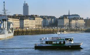 Un navibus de la Tan remiant Gare maritime à Trentemoult.